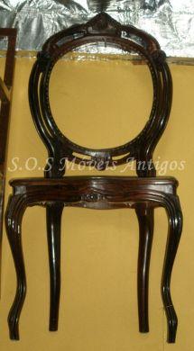 1 Cadeira Medalhão Duplo