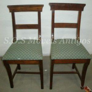 2 Cadeiras De Embuia L:0,40 P:0,43 A:0,858